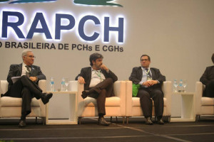 Pedro Dias media painel durante Workshop Nacional de CGHs. Foto: Antônio More