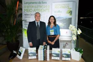 Pedro Dias e Adriana Coli durante o lançamento do livro O Setor Elétrico e o Meio Ambiente.